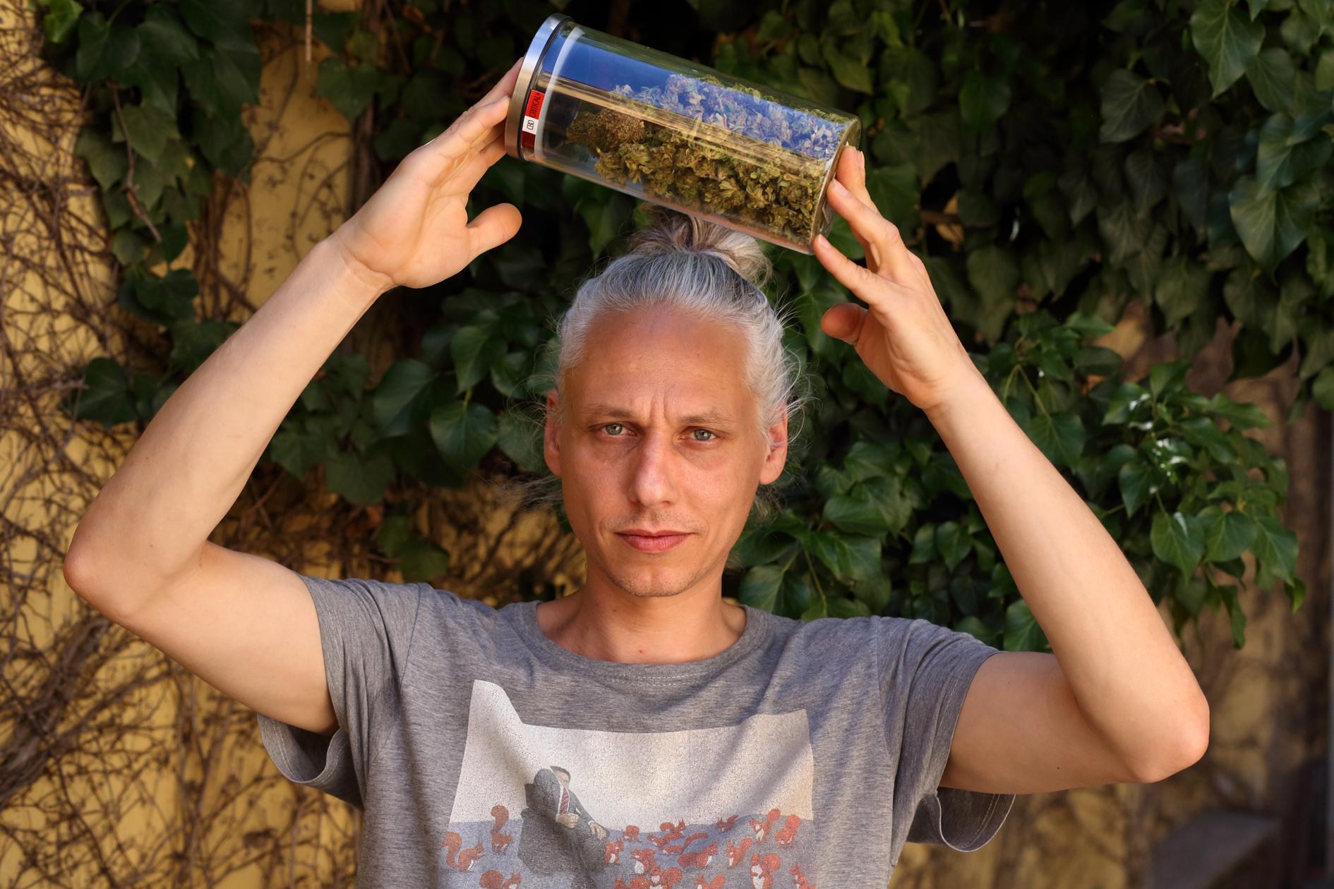 Květy: Senioři bojují za legalizaci nejaktivněji ze všech