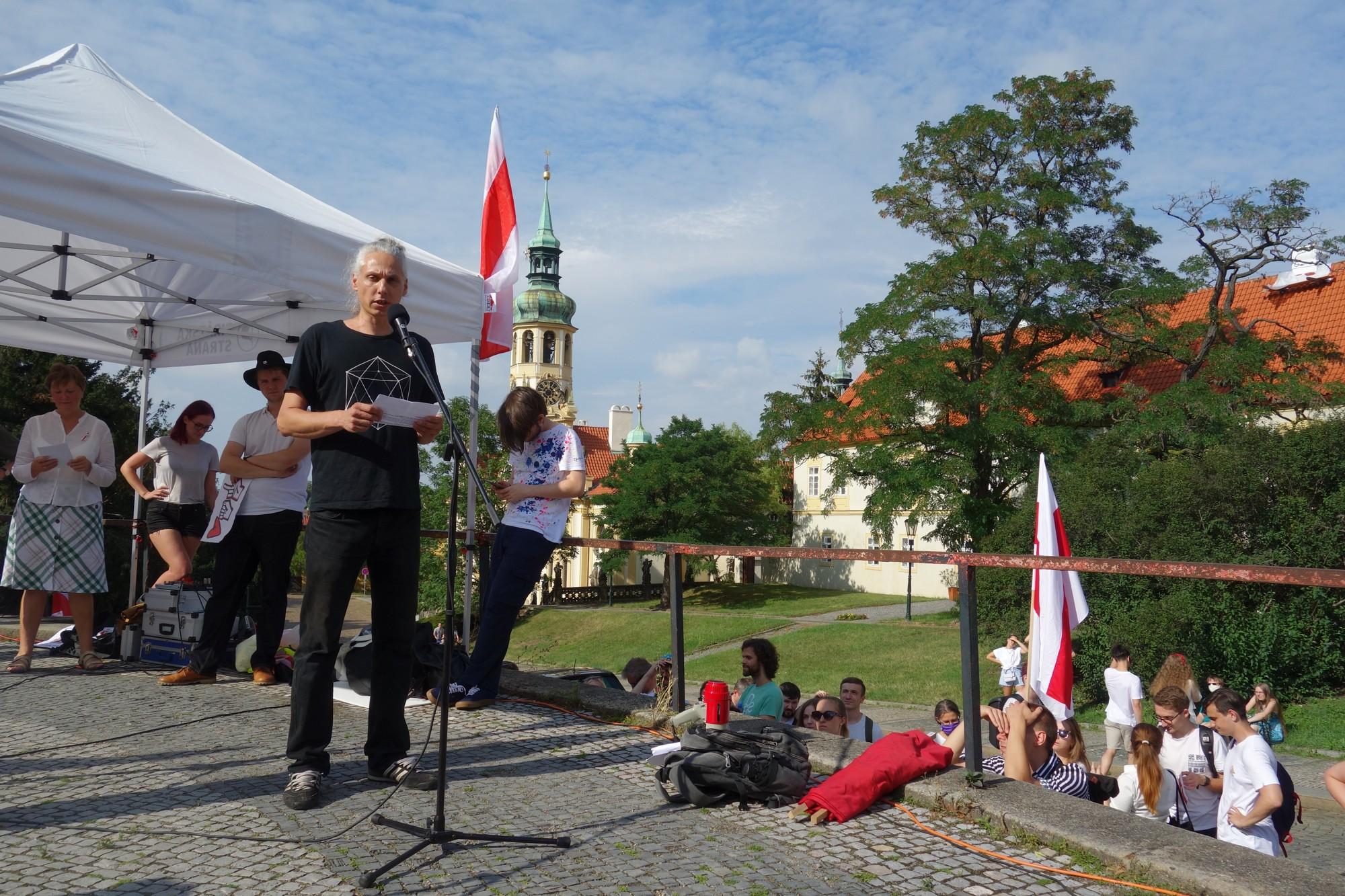 Na protestech proti falšování voleb v Bělorusku mě zaujaly dva silné momenty. A to mezigenerační solidarita a role žen